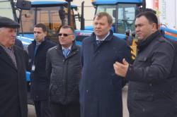 Вице-премьер Правительства Свердловской области ознакомился с техникой АГРОМАШ