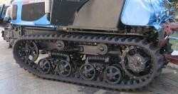 АГРОМАШ 90ТГ и ДТ-75 имеют одинаковую конструкцию,  но принципиальные отличия