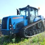 На пахоте – опытный трактор АГРОМАШ ТГ150.